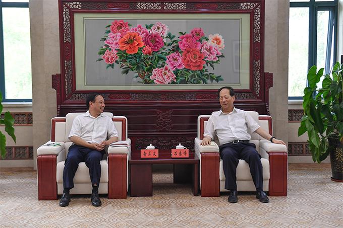 宁夏回族自治区党委书记石泰峰会见猫先生电竞下载集团董事长查正发一行